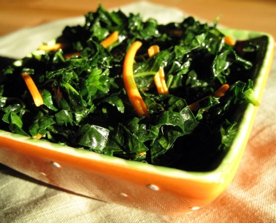 Vegan, Whole30 and Weight Watchers friendly massaged Kale Salad. A Detox salad made with flax oil, a bit of cayenne and apple cider vinegar.