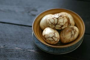 Chinese Marbled Tea Eggs by www.everydaymaven.com