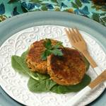 {Paleo} Weeknight Salmon Cakes