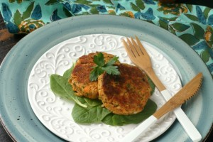 Paleo Salmon Cakes from www.EverydayMaven.com
