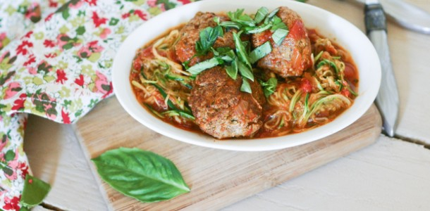Paleo Pesto Meatballs from www.everydaymaven.com
