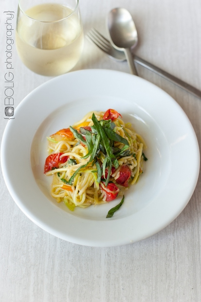 Zucchini Noodles with Fresh Tomato Sauce from www.everydaymaven.com