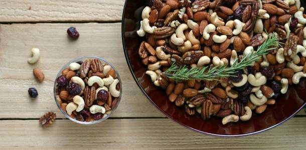 Rosemary Mixed Nuts from www.everydaymaven.com