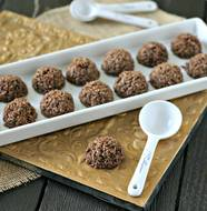 Mini Mocha Macaroons from www.everydaymaven.com