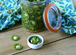 Easy Pickled Jalapenos from www.EverydayMaven.com