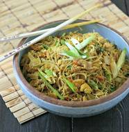 Singapore Rice Noodles with Chicken from www.everydaymaven.com
