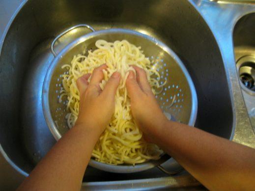draining spiralized potatoes for best latke recipe