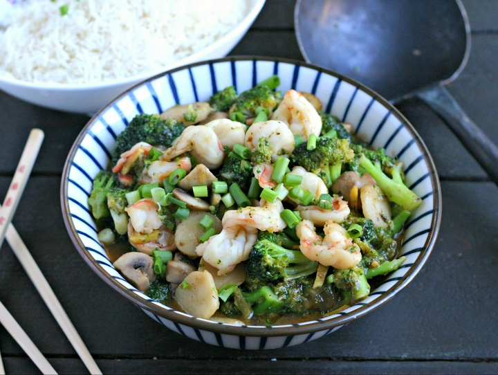 Shrimp and Broccoli Stir Fry in Ginger Sauce from www.EverydayMaven.com