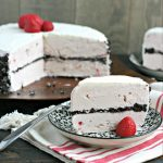 How To Make an Ice Cream Cake with Cookie Crumble from www.EverydayMaven.com