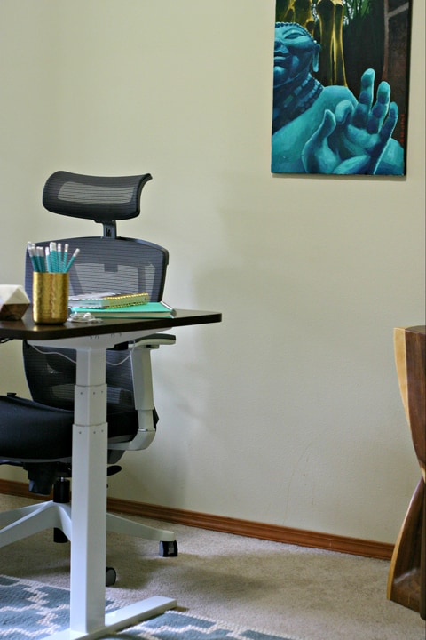 How To Create a Healthy Home Office with Alyssa from www.EverydayMaven.com