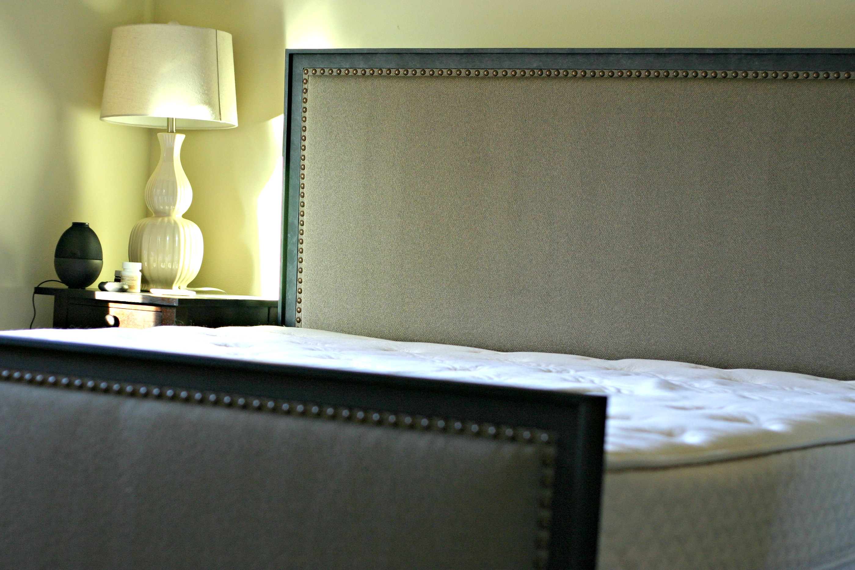 Non-Toxic Bedroom: Latex Mattress from www.EverydayMaven.com