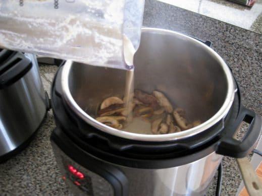 adding mushroom sauce back to instantpot with sliced mushrooms